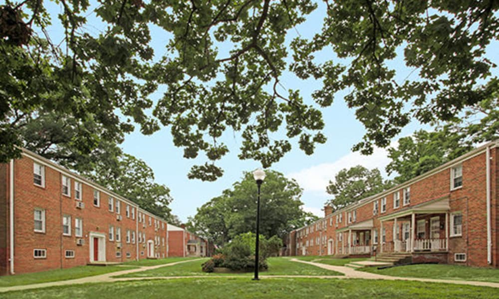 Courtyard at Oak Grove Apartments & Townhomes in Middle River, MD