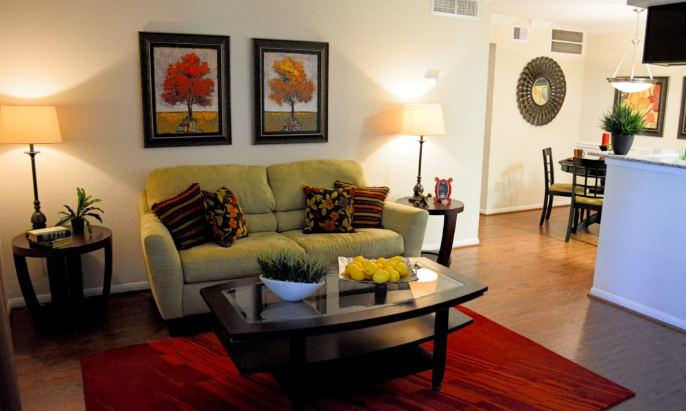 The Abbey At Enclave offers a spacious living room in Houston, TX
