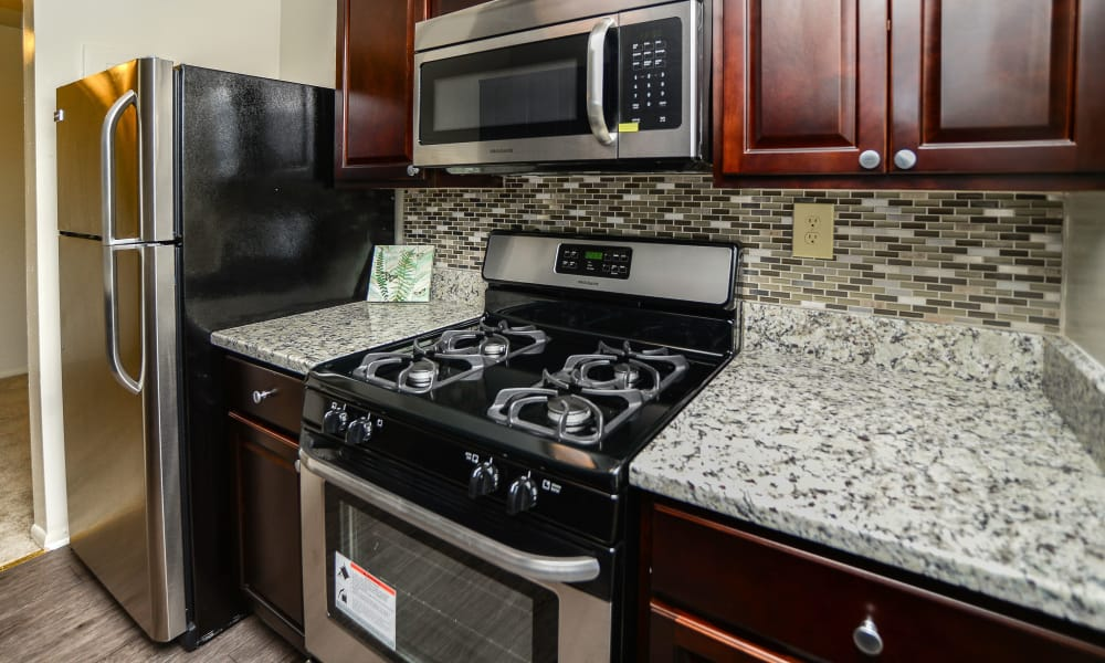 Ross Ridge Apartment Homes offers a fully equipped kitchen in Baltimore, MD