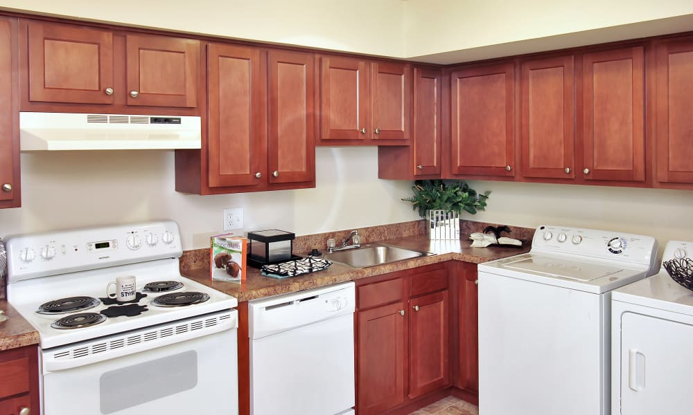 The Townhomes at Diamond Ridge offers a fully equipped kitchen in Baltimore, MD