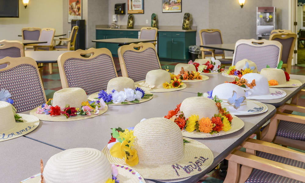 Arts and crafts activities for residents of Arbor Oaks at Greenacres in Greenacres, Florida
