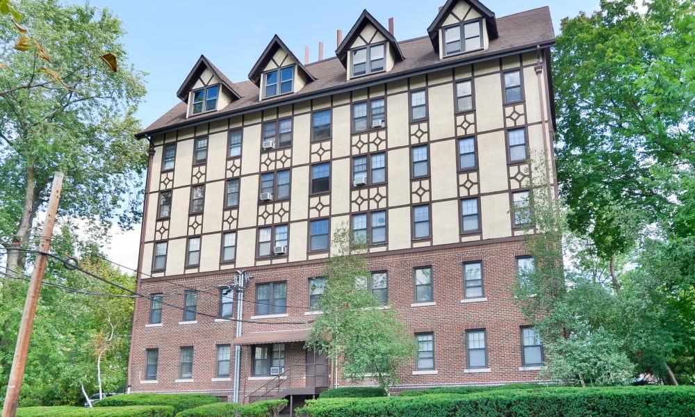 exterior of Hillside Gardens Apartment Homes