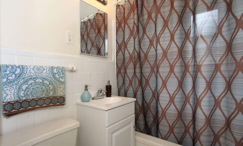 Our apartments in Elmwood Park, New Jersey showcase a modern bathroom