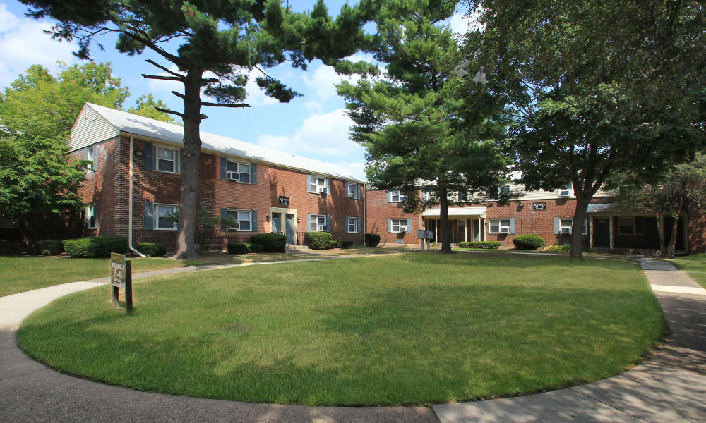 Apartments at Elmwood Village Apartments & Townhomes in Elmwood Park, New Jersey