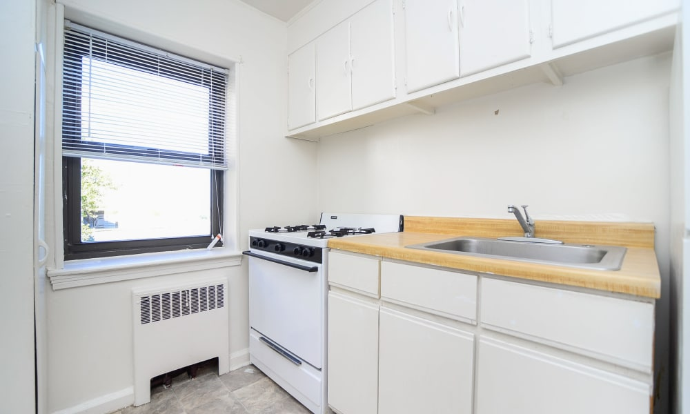 Market Street Apartment Homes offers a spacious kitchen in Perth Amboy, New Jersey