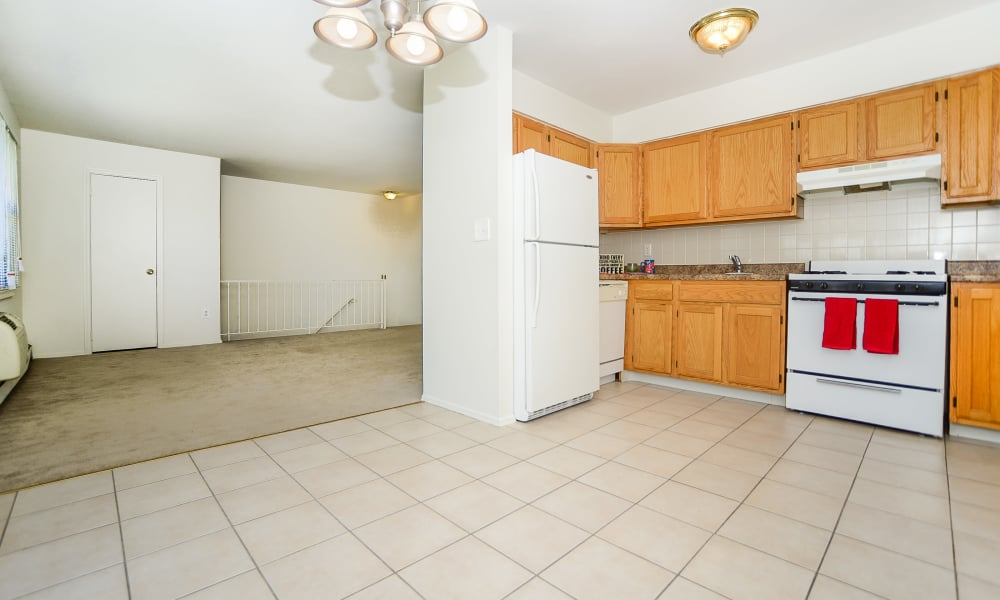 Rolling Gardens Apartment Homes offers a naturally well-lit kitchen in Mahwah, New Jersey