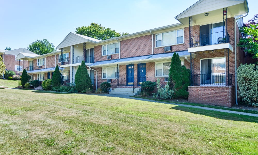 Apartments at Rolling Gardens Apartment Homes in Mahwah, New Jersey