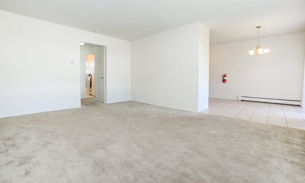 Spacious apartments at Rolling Gardens Apartment Homes in Mahwah, New Jersey