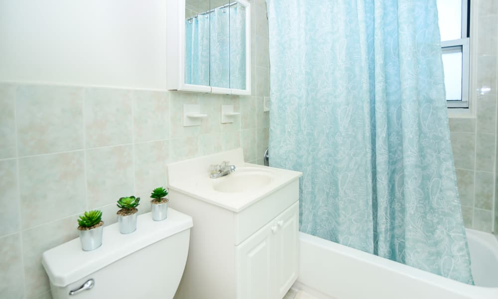 Rolling Gardens Apartment Homes offers a beautiful bathroom in Mahwah, New Jersey