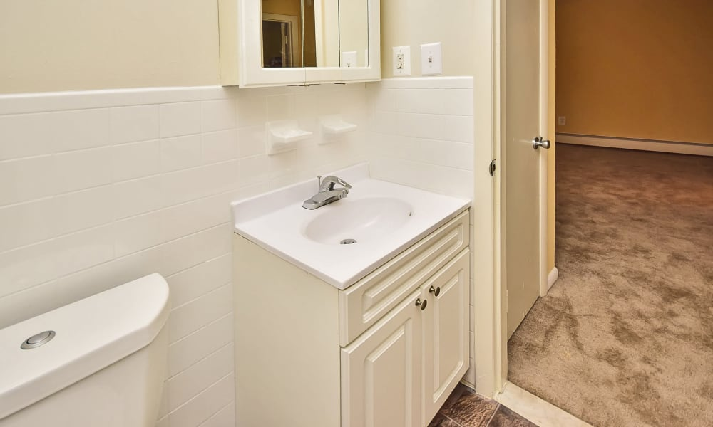 Enjoy apartments with a bathroom at Warwick Terrace Apartment Homes