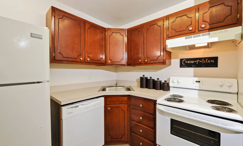 Towson Crossing Apartment Homes offers a fully equipped kitchen in Baltimore, MD