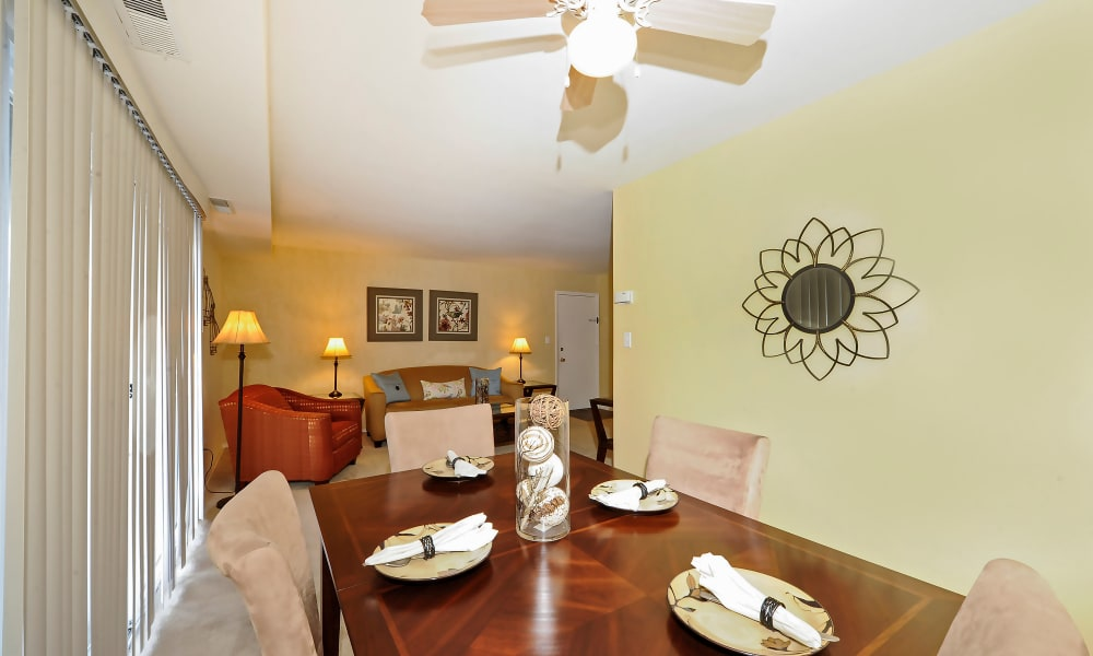 Dining table at Towson Crossing Apartment Homes in Baltimore, MD