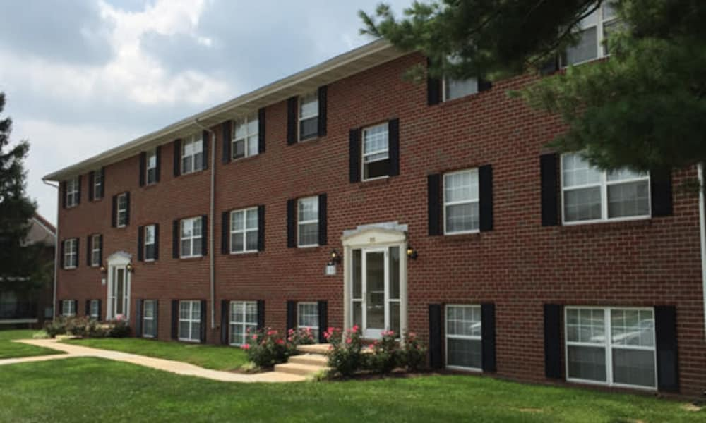 Exterior view at Towson Crossing Apartment Homes in Baltimore, MD