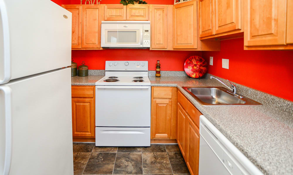 Hyde Park Apartment Homes offers a modern kitchen in Bellmawr, New Jersey