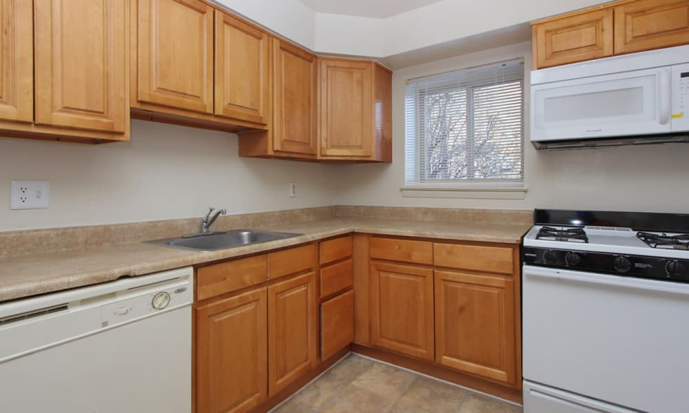 Modern kitchen at Glen Ridge Apartment Homes in Glen Burnie, Maryland