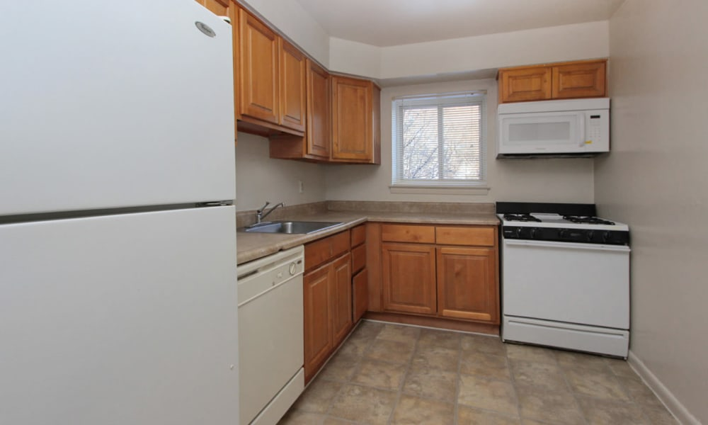 Glen Ridge Apartment Homes offers a spacious kitchen in Glen Burnie, Maryland