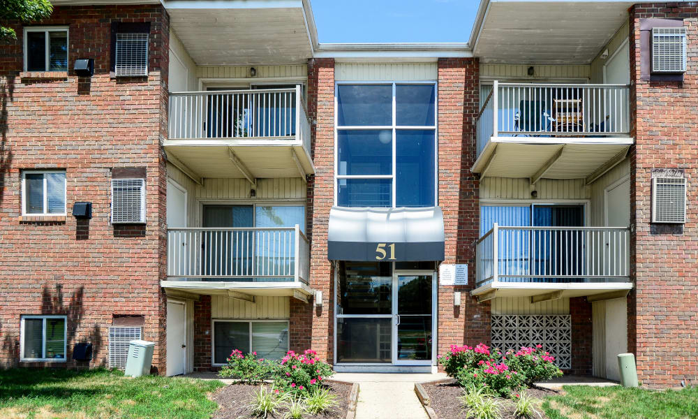 Apartments at Glen Ridge Apartment Homes in Glen Burnie, Maryland