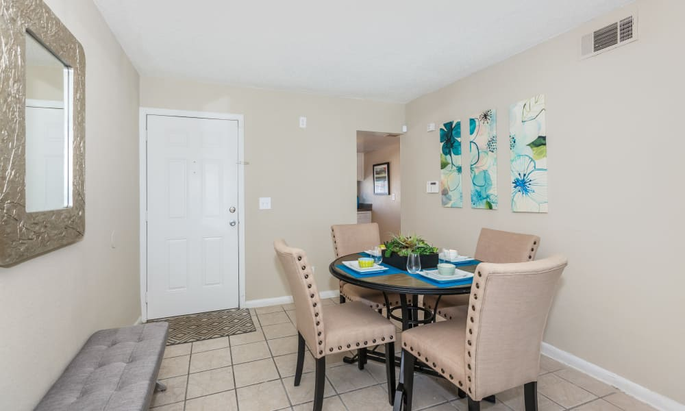 Dining area at Canopy Creek in Jacksonville, FL