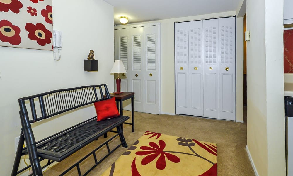 Sherwood Crossing Apartments & Townhomes offers walk-in closets in Philadelphia, Pennsylvania