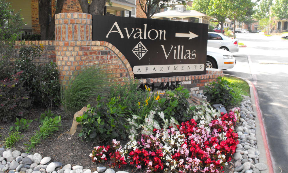 Avalon Villas signage in Irving