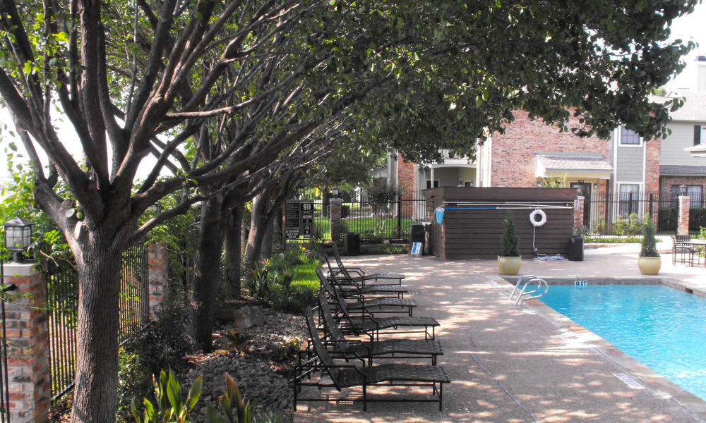 Avalon Villas poolside in Irving, Texas