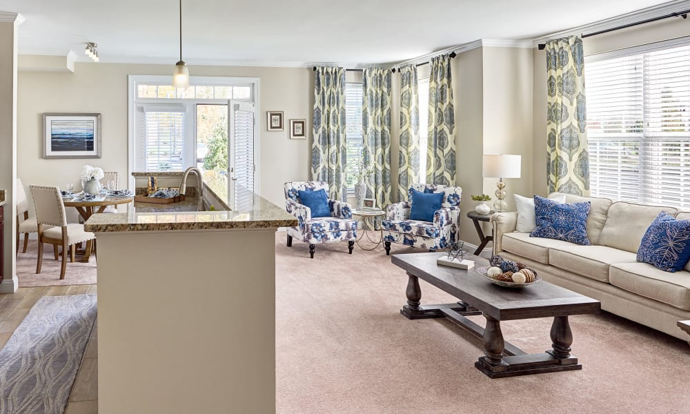 Living Room at Waltonwood at Ashburn in Ashburn, VA