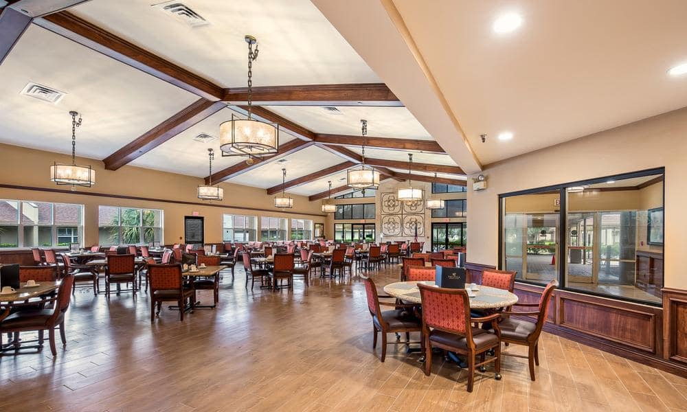 Luxury common dining at Wyndham Lakes in Jacksonville, FL