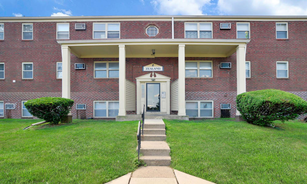 Hyde Park Apartment Homes offers a unique entryway in Bellmawr, New Jersey
