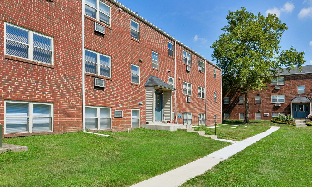 Exterior of apartments at Hyde Park Apartment Homes