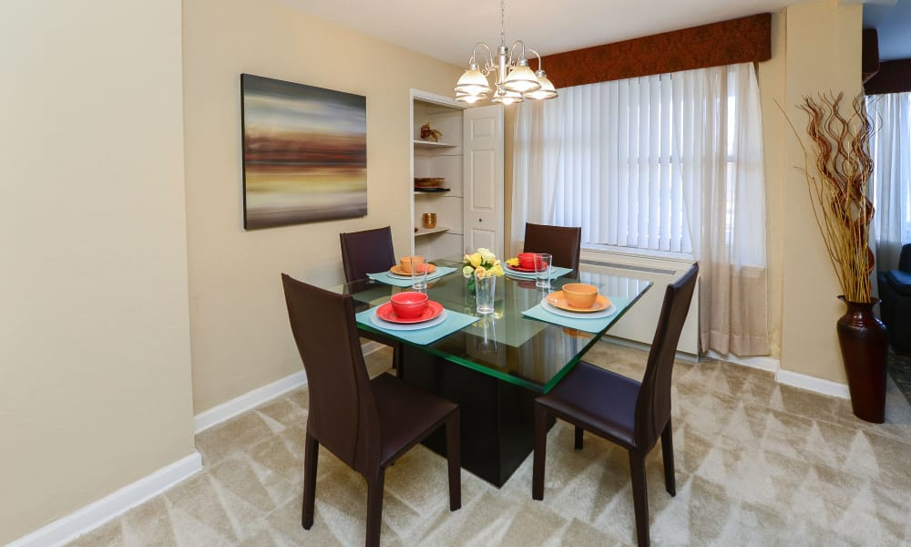 Beautiful dining table at Parkview at Collingswood Apartment Homes in Collingswood, New Jersey
