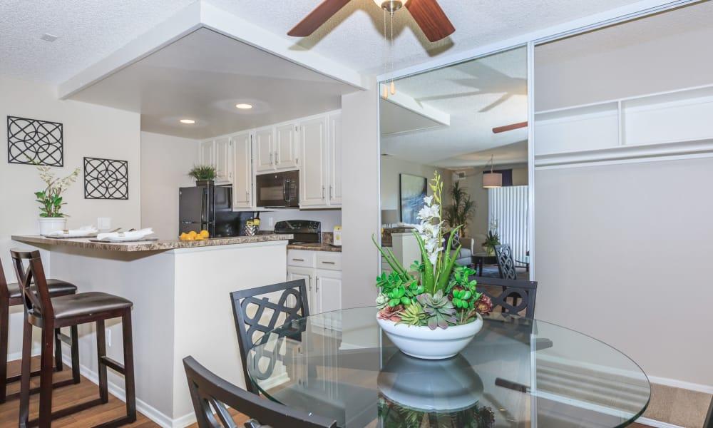 Dining room at Parcwood Apartments