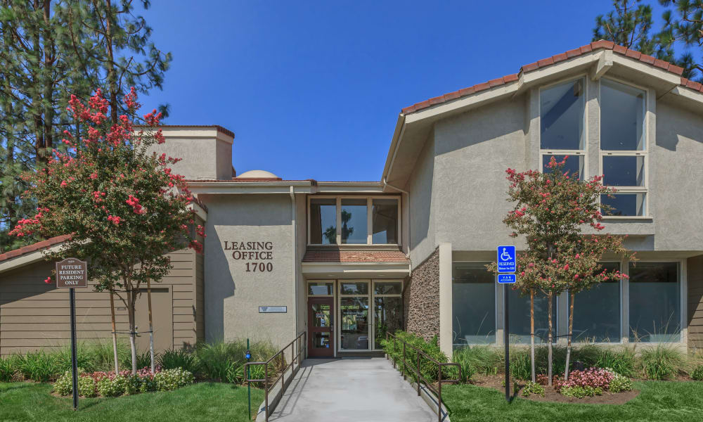 Leasing office at Parcwood Apartments