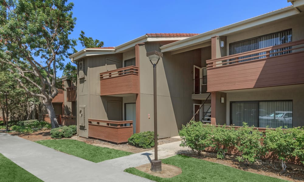 Exterior of apartments at Parcwood Apartments