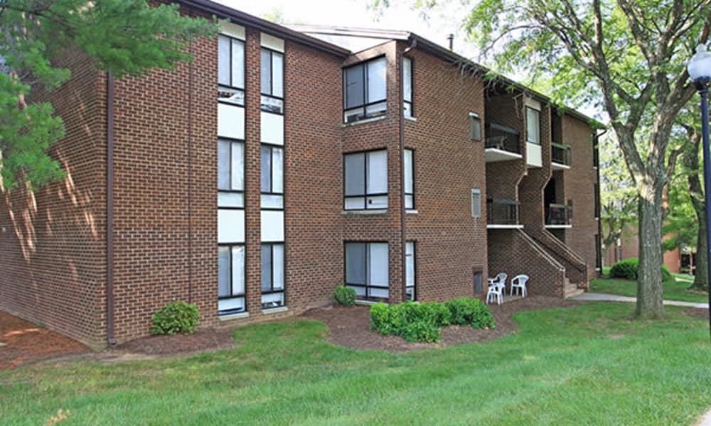 Large yard at Carriage Hill Apartment Homes
