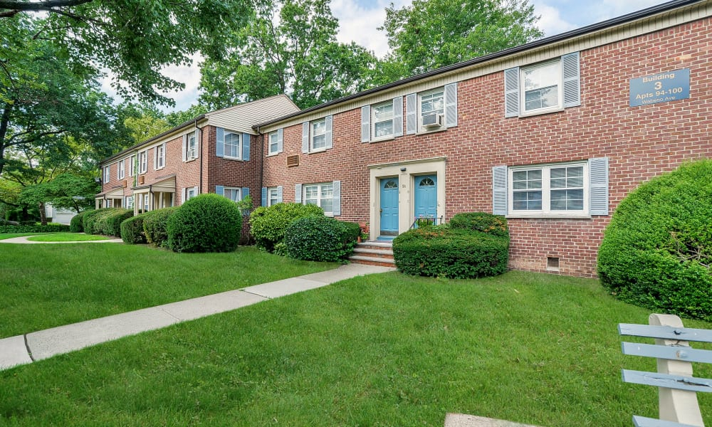 Apartments with well maintained lawn in Springfield, NJ