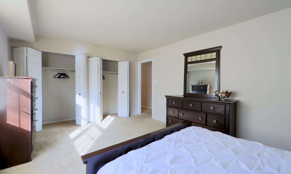 The Preserve at Owings Crossing Apartment Homes offers a spacious bedroom with closet in Reisterstown, MD
