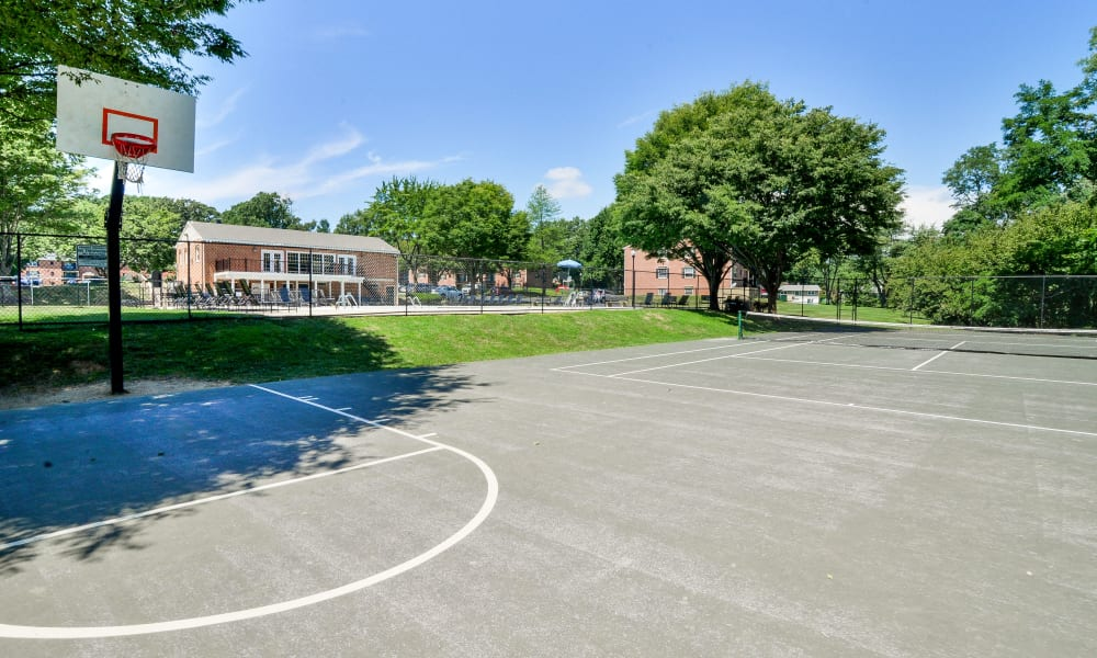Our apartments in Reisterstown, MD offer a basketball court