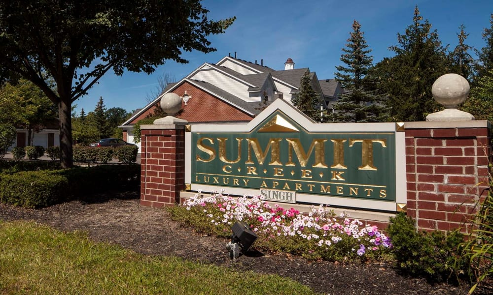 Main sign to Summit Creek in Canton, MI