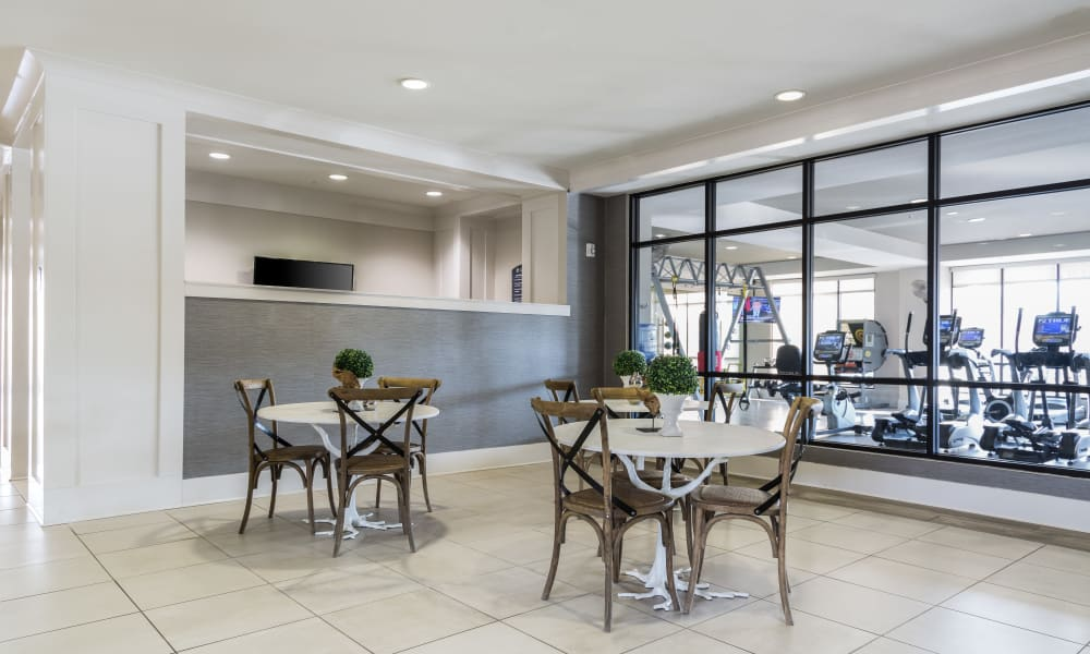 Dining area at Solstice Signature Apartment Homes in Orlando