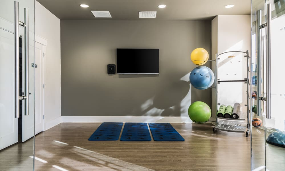 Solstice Signature Apartment Homes yoga area in Orlando