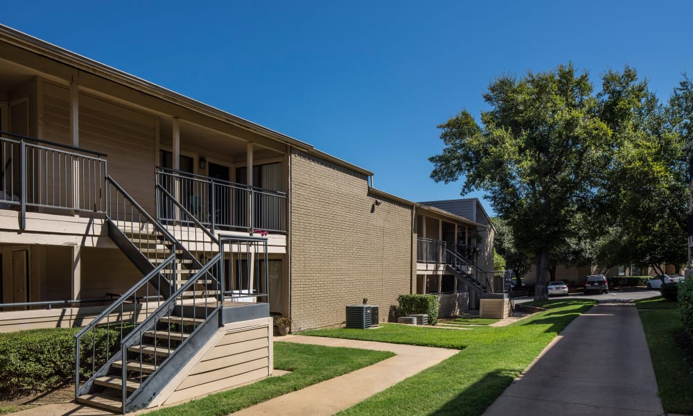 Apartments with walk-in closets in Arlington, TX
