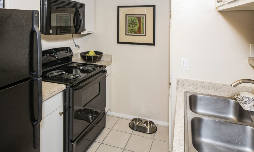 Heritage Fields offers a fully equipped kitchen in Arlington, TX