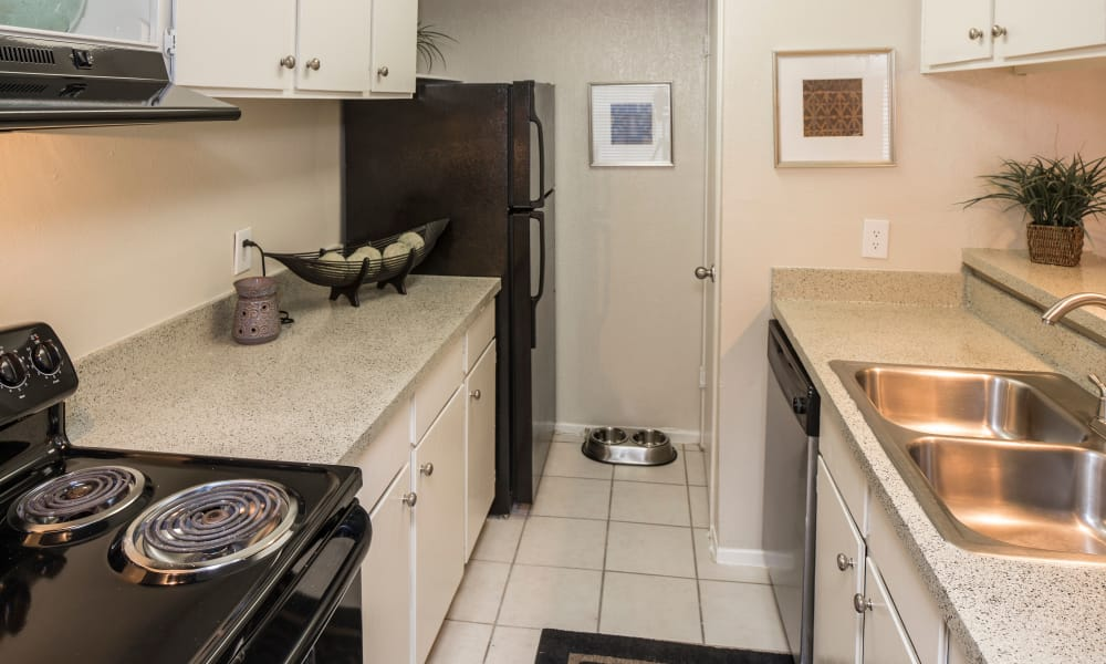Ridgewood Preserve offers a kitchen in Arlington, TX