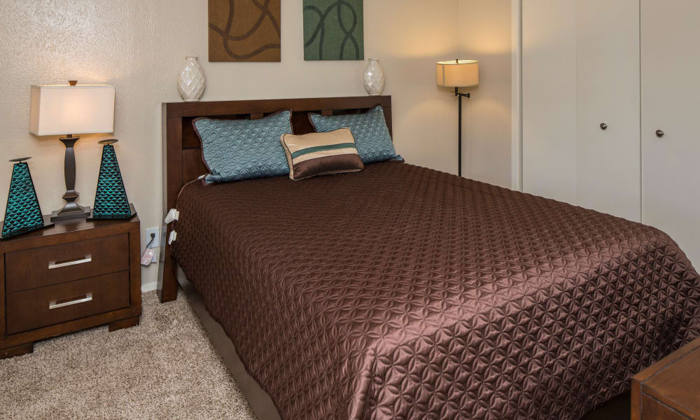 Ridgewood Preserve offers a beautiful bedroom in Arlington, TX