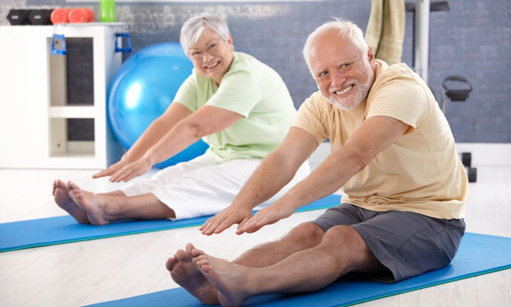 Older couple doing yoga at Stonecrest of Wildwood in Wildwood