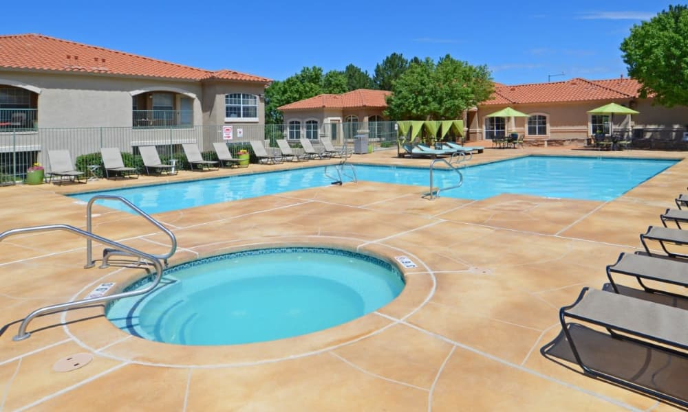 Hot tub and swimming pool at La Ventana Apartment Homes