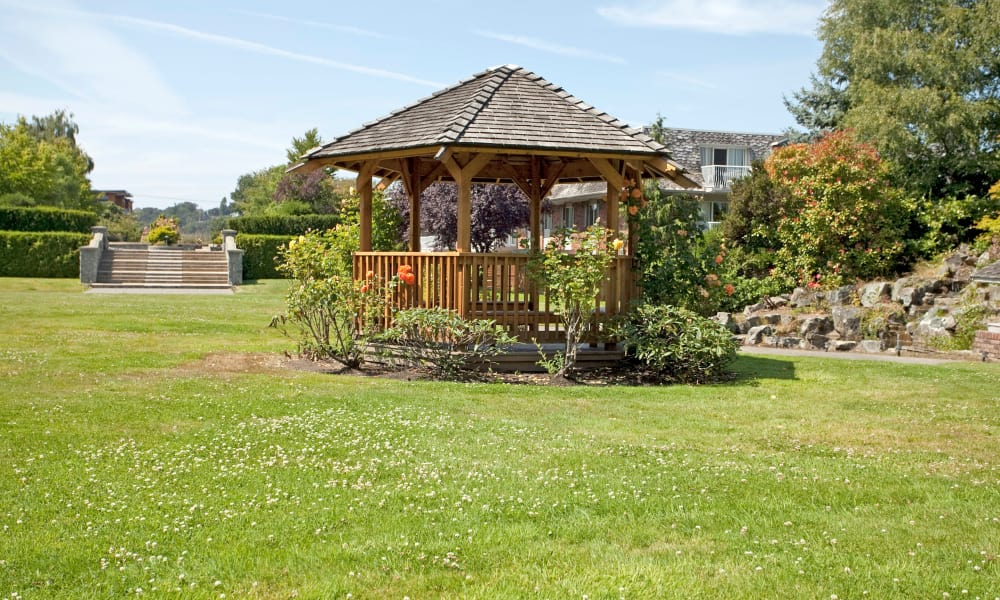 Beautiful gazebo at Fraser Tolmie Apartments in Victoria, British Columbia