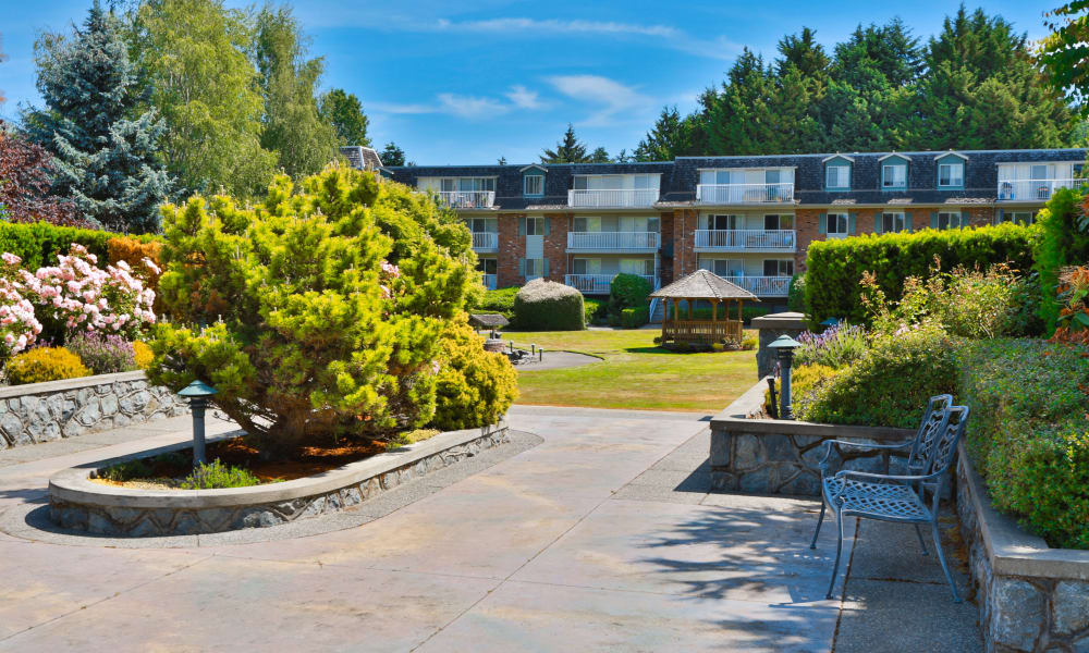 Courtyard at Fraser Tolmie Apartments in Victoria, British Columbia