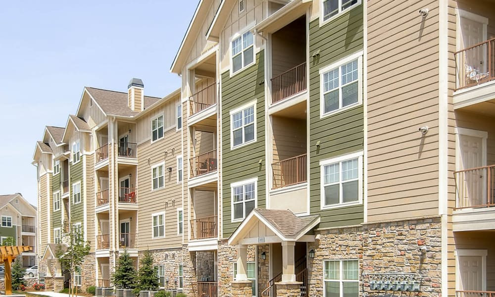 Peaks at Woodmen Apartments offers luxury apartments for rent in Colorado Springs