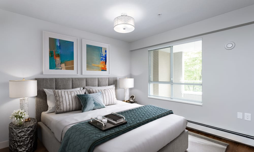 Larchway Gardens offers a naturally well-lit bedroom in Vancouver, British Columbia